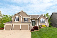 716 Rock Creek Dr, Lansing KS